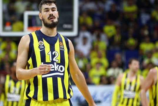 Fenerbahçe'ye bir şok daha! Yıldız oyuncu kadrodan çıkarıldı