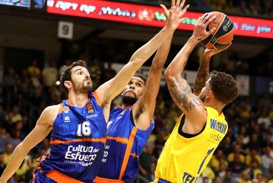 Wilbekin'li Maccabi FOX Valencia'yı devirdi