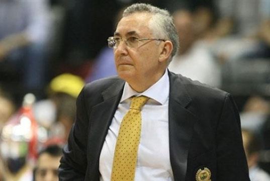 Aydın Örs Fenerbahçe basketbol takımı koçu olduğu dönemde çekilen bir fotoğraf
