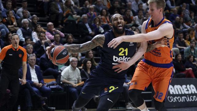 THY Euroleague'in 26. haftasında temsilcimiz Fenerbahçe Beko, İspanya deplasmanında Valencia'yı 86-93'lük skorla mağlup etmeyi başardı.