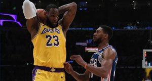 Lakers Furkan'lı 76ers'i 120-107'lik skorla geçti