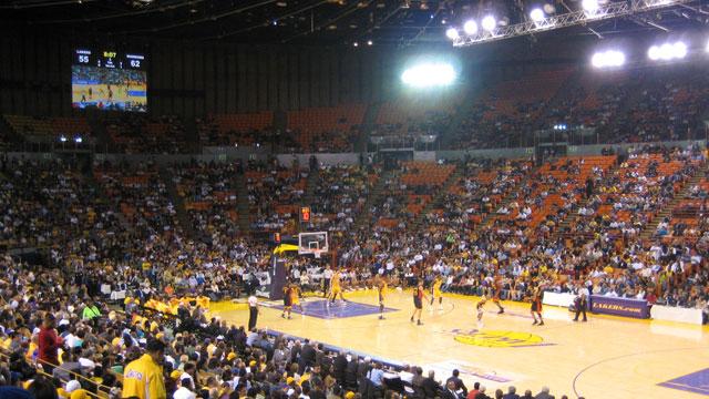 Clippers, Lakers'ın eski salonu Forum'u 400 milyon dolara satın aldı
