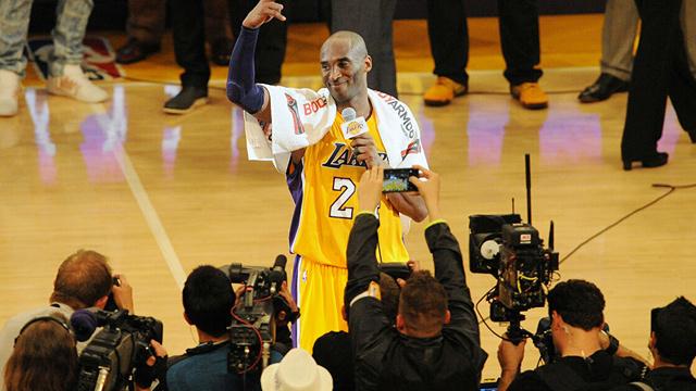 Kobe'nin 'Mamba Out' havlusu 30 bin dolara alıcı buldu