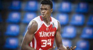 Beşiktaş, milli takımın genç yıldızı Adem Bona'yı kadrosuna katıyor